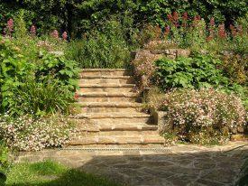 Treppe zur Dorfstraße